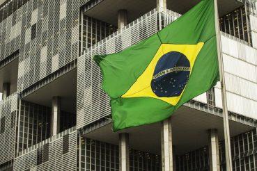 Ação de Bolsonaro na Petrobras lembra a de Dilma, que custou mais à estatal que corrupção