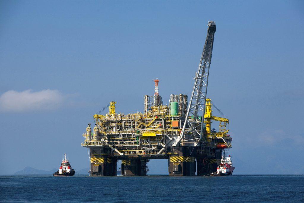 Petrobras acertou ao concentrar esforços na extração de óleo do pré-sal, diz Adriano Pires