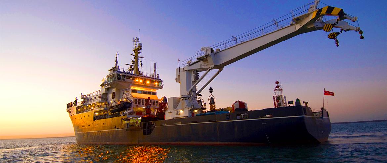 Como a indústria de óleo e gás coloca dutos no fundo do mar?