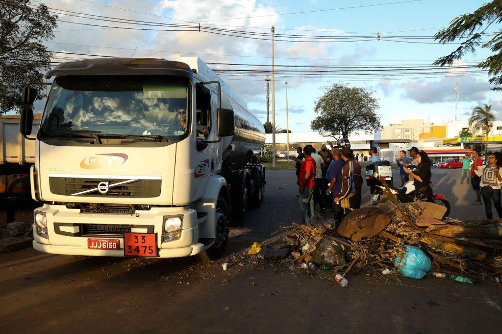 Uma solução definitiva para o problema dos caminhoneiros deve rebalancear a oferta de autônomos e estabilizar o preço do diesel
