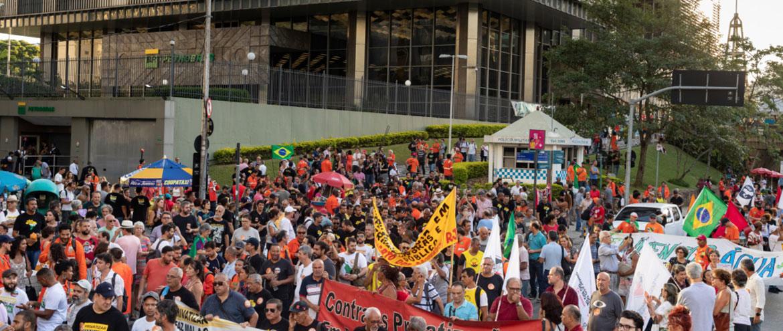 Apesar de TST julgar greve ilegal, petroleiros mantêm ação de paralisação