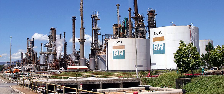 Petrobras eleva preço da gasolina em 3% depois de quatro cortes