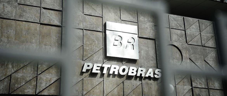 Com a demanda fraca, Petrobras corta produção